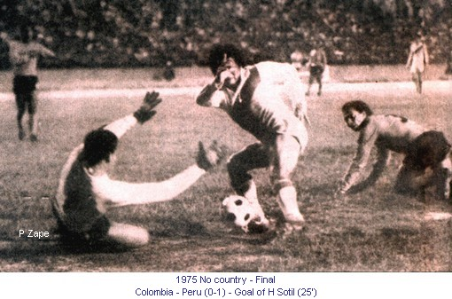 CA_00221_1975_Final_Colombia_Peru_281075_Goal_H_Sotil_25_en.jpg