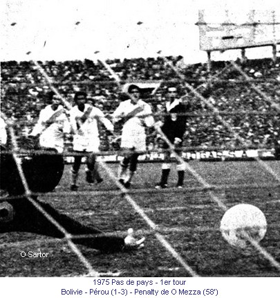 CA_00230_1975_1er_tour_Bolivie_Perou_070875_Penalty_O_Mezza_58_fr.jpg
