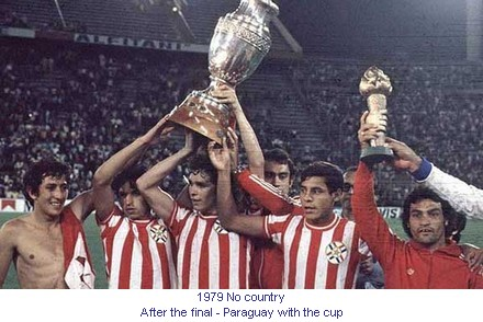CA_00242_1979_After_the_final_Paraguay_with_the_cup_en.jpg