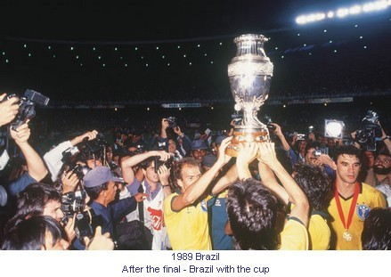 CA_00325_1989_After_the_final_Brazil_with_the_cup_en.jpg