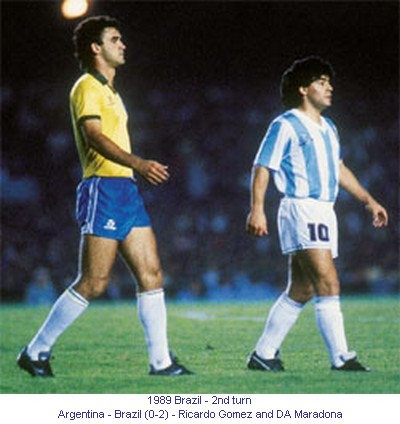 CA_00336_1989_2nd_turn_Argentina_Brazil_Ricardo_Gomez_and_DA_Maradona_en.jpg