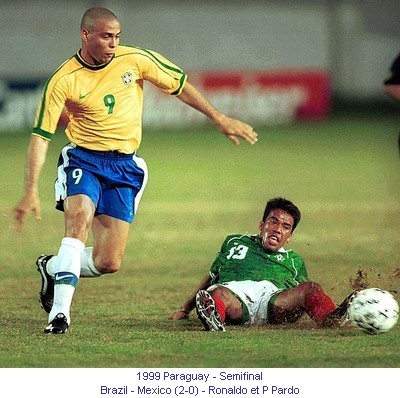 CA_00467_1999_Semi_final_Brazil_Mexico_Ronaldo_and_P_Pardo_en.jpg