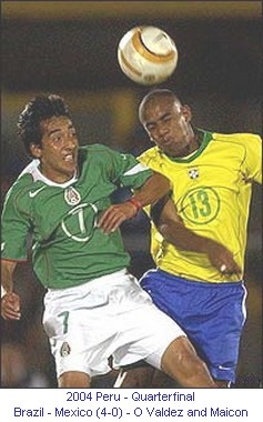 CA_00566_2004_Quarterfinal_Brazil_Mexico_O_Valdez_and_Maicon_en.jpg