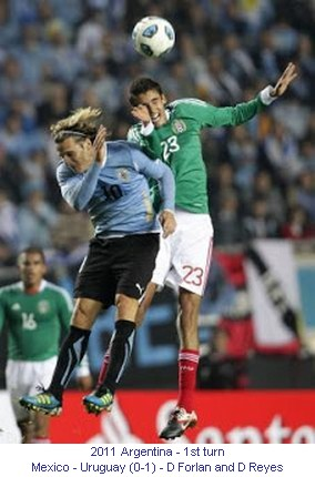 CA_00609_2011_1st_turn_Mexico_Uruguay_D_Forlan_and_D_Reyes_en.jpg