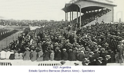CA_01049_1921_Estadio_Sportivo_Barracas_Spectators_en.jpg