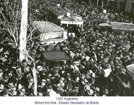 CA_01091_1937_Before_the_final_Estadio_Gasometro_de_Boedo_en.jpg