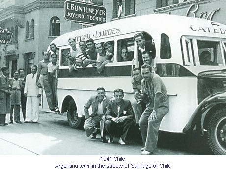 CA_01096_1941_Argentina_at_Santiago_of_Chile_en.jpg