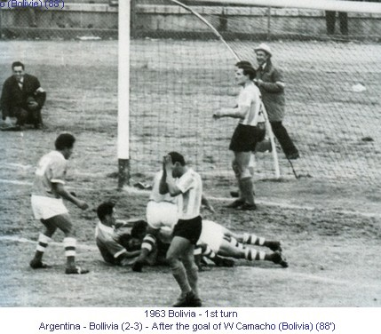 CA_01151_1963_1st_turn_Argentina_Bolivia_After_the_goal_of_W_Camacho_Bolivia_88_en.jpg