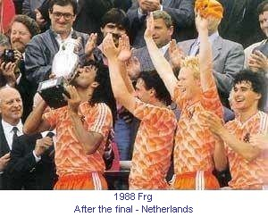 CE_00070_1988_After_the_final_Netherlands_R_Gullit_with_the_cup_1_en.jpg