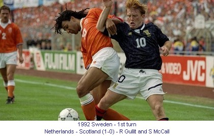 CE_00766_1992_1st_turn_Netherlands_Scotland_R_Gullit_and_S_McCall_en.jpg