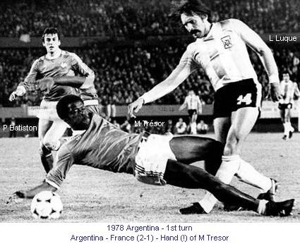 CM_01162_1978_1st_turn_Argentina_France_P_Batiston_M_Tresor_et_L_Luque_Hand_of_M_Tresor_en.jpg