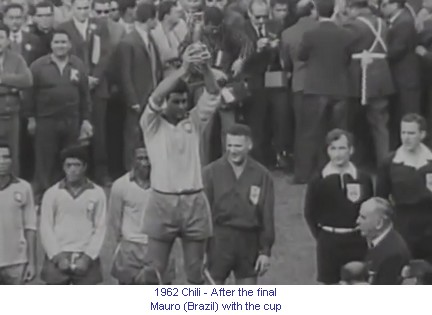 CM_01372_1962_After_the_final_Mauro_Brazil_with_the_cup_en.jpg