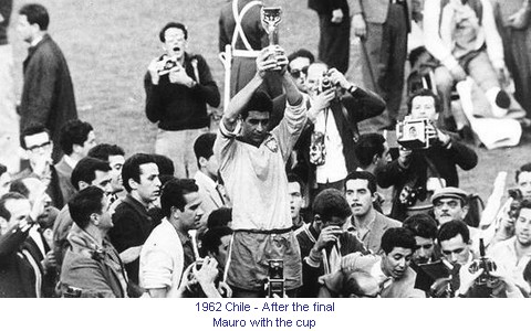 CM_01793_1962_After_the_final_Mauro_with_the_cup_en.jpg